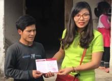 Trao tặng bò giống và sổ tiết kiệm cho hộ gia đình nghèo khó khăn về kinh tế tại Tỉnh Hà Nam